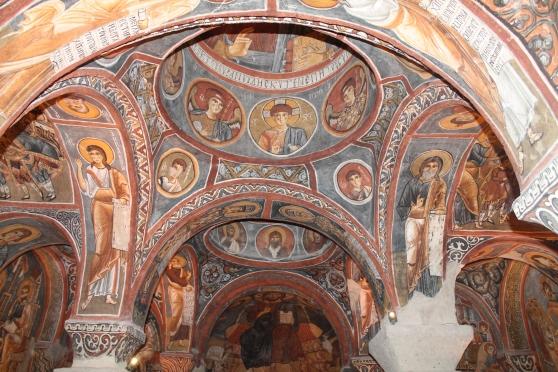 Interior de una iglesia cristiana en las cuevas