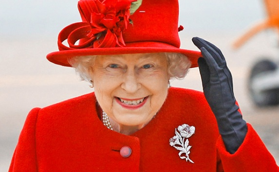 Tomado de:http://popwatch.ew.com/2014/06/25/queen-elizabeth-iis-most-memorable-pop-culture-appearances/